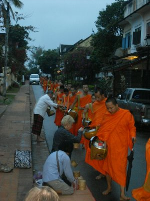orange_monk_bowl_beggings