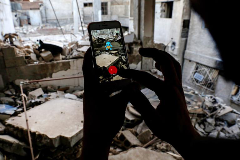 pokemon-go-amidst-damascus-rubble
